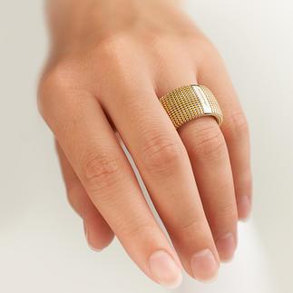 3D-Ring Außergewöhnlich plastisch, unerwartet leicht: Silberschmuck in goldschimmernder Granulatstruktur.