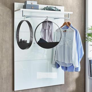 Hook Shelf Geniales finnisches Design: der Holz-Kleiderbügel mit praktischem Ablagefach.
