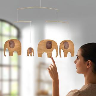 The Elefant Party, Luxusmobile Dänemarks legendäres Elefanten-Mobile: einst für Kinder – jetzt erwachsen aus Teakholz und Leder.