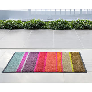 Flache Design-Fußmatte Passt unter nahezu jede Tür: die ultraflache Design- Fußmatte aus saugstarker Nylon-Faser.