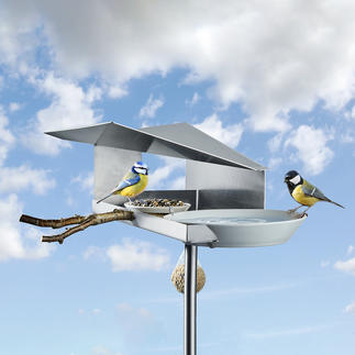Design-Vogelbistro Genial überdacht: Das wohl schönste Vogelfutterhaus mit Wasserauffang-Tränke.