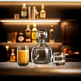 ASADesign-Kollektion Mundgeblasene Karaffe mit passenden Gläsern aus hochwertig durchgefärbtem Glas. Design- und Handwerkskunst von ASA Selection, Deutschland.
