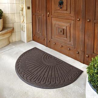 Schwere Fußmatte aus recyceltem Gummi Schont wertvolle Ressourcen und Ihr gepflegtes Entree. Mit wasserabsorbierendem Nadelstanzgewebe. Für drinnen und draußen.