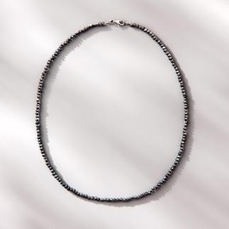 Spinellkette Black & Black Funkelnd wie schwarze Rohdiamanten: das zarte Collier aus seltenem schwarzen Spinell.