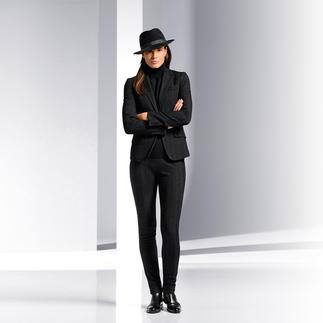 """Strenesse Anzugsakko oder Anzughose im """"Gentleman-Stil"""" """"Gentleman-Stil"""" ist das Stichwort für zeitgemäße Hosenanzüge. Strenesse ergänzt die feminine Note."""