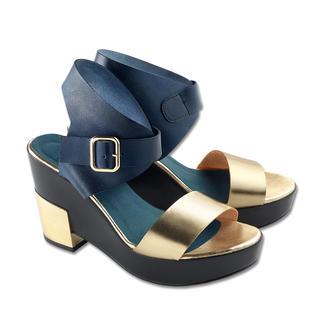 Olympic Ankle-Strap-Sandalette Metallic. Ankle-Strap. Skulptur-Absatz. High-Fashion zum Low-Budget-Preis.