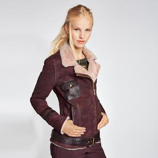 """Twin-Set Spitzen-Shirt, Lammfell-Bikerjacke oder 5-Pocket-Hose Trendfarbe des Jahres 2015: Marsala. Twin-Set kombiniert die Farbe einzigartig gut im typischen """"hart-trifft-zart""""-Look."""