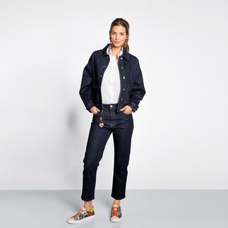Love Moschino Raw Denim Jacke oder Jeans Wohl kaum ein Jeansanzug vereint so viele Trends: Raw Denim, Boxy-Cut, verkürzte Hosenform. Von Love Moschino.
