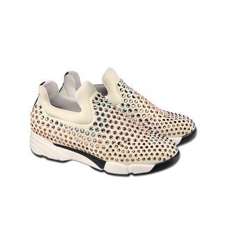 Pinko Jewellery-Sneakers Nur die wenigsten Sneakers passen auch zu den elegantesten Kleidern und Party-Outfits.