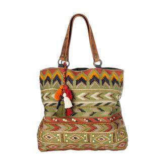 Smitten Ethno-Tasche Ethno-Taschen tragen jetzt viele. Diese handgefertigten Unikate aus Indien haben Seltenheitswert.