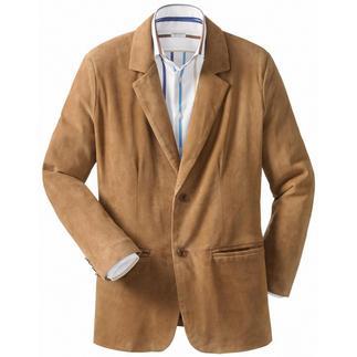 """Das Sakko aus seltenem finnischen Rentierkalbvelours. 900 Gramm leicht, seidenweich und erstaunlich robust. Als """"Cool Leather"""" bestens für Frühjahr und Sommer geeignet. Und sogar gegen Regenschauer gewappnet."""