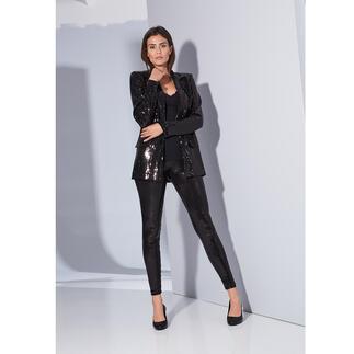 Love Moschino Pailletten-Blazer oder -Hose Bei anderen schneller Trend, bei Love Moschino bewährter Signature-Style: Pailletten – zieren jetzt den schwarzen Anzug.