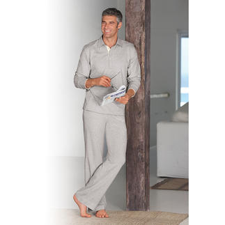 Der edle, sportliche und sehr komfortable Loungewear-Anzug. Betont schlicht und zeitlos schick. Besonders formstabil - auch noch nach vielen Wäschen.
