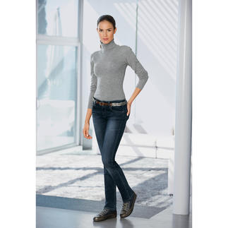Feinstrick-Body aus Wolle, Seide und Kaschmir. Dieser Pullover rutscht nie aus dem Bund. Das eingearbeitete Höschenteil sorgt für perfekten Sitz des Pullovers. Die Wolle wärmt sanft. Made in Italy.