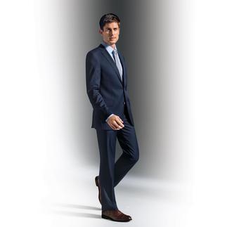 Der Fleckschutz-Anzug aus 100 % Schurwolle, der ohne jede Beschichtung auskommt. Kein Teflon. Keine Hightech-Fasern. Trotzdem hinterlassen Kaffee, Saft, Wasser, Wein keine Flecken.