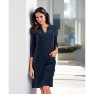Das unkomplizierte Frottier-Relax-Kleid. Bequem wie ein Homesuit. Aber viel charmanter. Legerer Schnitt. Elastischer Stoff. Pflegeleichte Qualität.