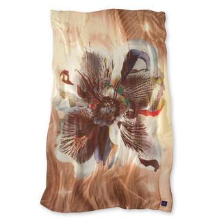 Das Modal-Kaschmir-Tuch ist anschmiegsam, weich und sanft wärmend. Trotz üppiger Maße nur 84 Gramm leicht. Perfekt für jede Jahreszeit. Passend zu allen Farben und jedem Kleidungsstil. Mit XL-Blütenmotiv in 21 Farben.