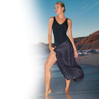 Der feminine Einteiler für elegante Badenixen. Sitzt perfekt und schmeichelt der Figur. Die attraktive Wellenoptik und der raffinierte Rücken machen ihn viel eleganter als andere uni Einteiler.