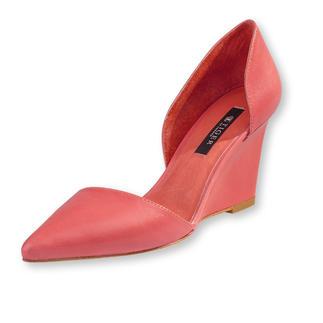 """Die eleganten Keil-Pumps vom skandinavischen Lifestyle-Label Tiger of Sweden. Minimalistisches Design – maximaler """"Wow""""Effekt. Die Form gibt dem Schuh einen leichten, filigranen Charakter."""