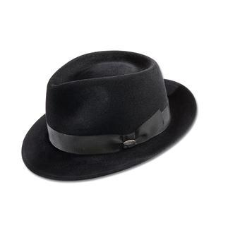 Die neue Extravaganz: Maskuline Hüte. Am besten vom Spezialisten: Mayser, Hutmanufaktur seit 1800. Hut-Highlight der Saison ist der Fedora: Mit der längs geknickten Krone und der beidseitig geknifften Front.