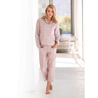 Der NOVILA Millefleurs-Pyjama - für den ersten guten Eindruck am Morgen - erspart den Morgenmantel. Jetzt genießen Sie auch in warmen Nächten ein angenehm trockenes Tragegefühl.