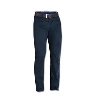 Die sommerliche Five-Pocket mit Klima-Komfort von Coolmax®. Und dem Tragegefühl von Baumwolle. Angenehm weich und kühl. 3 % Elasthan machen den schlanken Schnitt bequem.