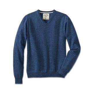 Der Pullover aus zeitgemäßem Denim-Strick. Nur wenigen gelingt es so gut wie den Experten von Alan Pain. Reine Baumwolle, selten farbintensiv und extra soft.