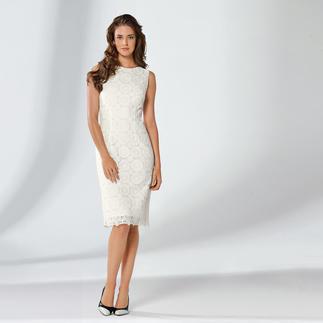 Das Etuikleid mit Plauener Spitze® - zwei Mode-Legenden in einem Kleid. Feminin, doch nicht verspielt. Stilsichere Wahl zu jedem Anlass. In Schwarz oder Weiß.