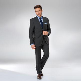Der zeitlose, dunkle Schurwoll-Anzug. Im Business unschlagbar, zu festlichen Anlässen unverzichtbar. Sakko und Hose separat bestellbar.