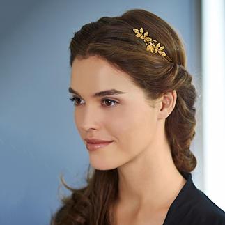 Die trendige Haarkrone, die zugleich als vielseitige Styling-Hilfe dient. Vergoldet. Blüten und Blätter handgehämmert. Von Schmuckdesign-Shootingstar Avigail Adam.