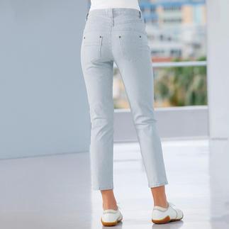 Die figurformende Magic-Jeans in neuer 7/8-Länge und sommerfrischem Streifen-Dessin. Flacher Bauch. Fester Po. Schlanke Taille.