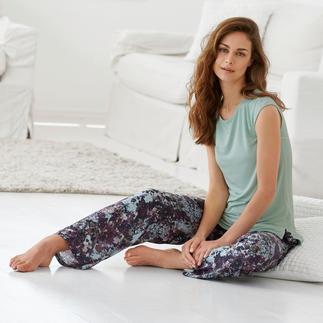 Der Designer-Pyjama made in Italy. Von Tatà. Exquisites Duo: streichelzartes MicroModal®-Shirt + seidig fließendeViskose-Hose.
