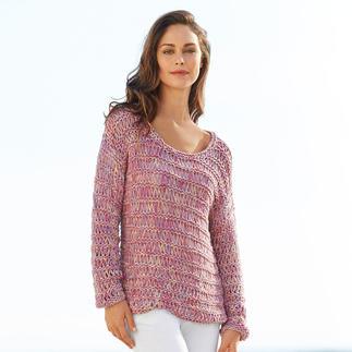Der von Hand gefärbte und gestrickte Pullover aus seltenem Bändchengarn. Hergestellt in Peru aus Baby-Alpaka und Merinowolle.