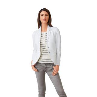 Der weiße Blazer, den Sie einfach waschen, trocknen, tragen. Und immer wieder neu kombinieren.