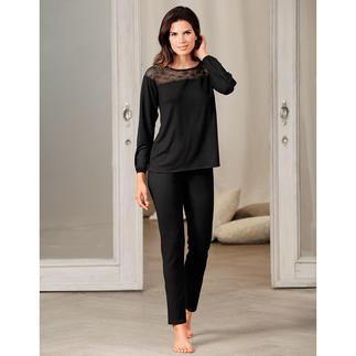 Das Couture-Piece unter den Pyjamas. Selten feminin und elegant. Vom belgischen Lingerie-Spezialisten Pluto.
