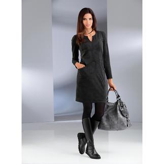Das erschwingliche Trend-Kleid aus samtig weichem Alcantara®. Die trendige Optik von Veloursleder. Aber maschinenwaschbar.