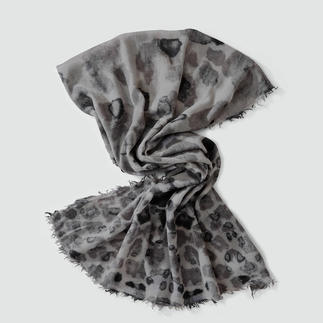 Der Animalprint der besonderen Art: Leo-Look auf hauchzarter Wolle. Jeder Schal ein Unikat.