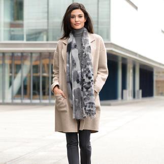 Der eine Mantel für alle Outfits und jede Gelegenheit. Unschlagbar vielseitig. Herrlich unkompliziert. Von NVSCO.