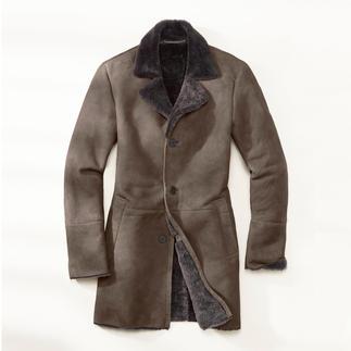 Der Mantel aus seidenweichem Merino-Lammfell aus Spanien. Meisterhaft verarbeitet in der Türkei. Und doch ein erstaunlich moderater Preis.