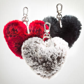 Der Herz-Schlüsselanhänger aus kuscheligem Webpelz. Von der französischen Spezialistin Evelyne Prélonge. Ein sehr praktisches Geschenk, das immer wieder zärtlich an Sie denken lässt.