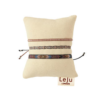 Die edlen, authentischen unter den angesagten Ethno-Armbändern. Mit Silber und Edelsteinen handgeknüpft in Kolumbien. Designt vom Trendlabel LeJu London.