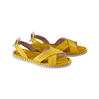 Die Cross-Strap-Sandale von Chaaya: bequemer und langlebiger als andere Sandalen des Trends. Modischer Doppel-Sieg: Cross-Strap + Espadrille-Look.