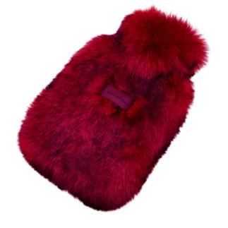 Die wohl kuscheligste (und schönste) Wärmflasche, die wir kennen. Gehüllt in Webpelz de luxe vom Düsseldorfer Fashion-Label Unechta.
