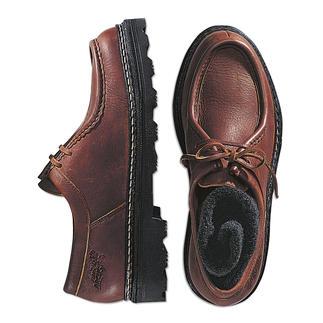 Der Halbschuh aus butterweichem Elchleder. Sie laufen darin fast so bequem wie barfuß. Rahmengenäht für ein langes Leben - eine selten gewordene Schuhmacher-Arbeit.