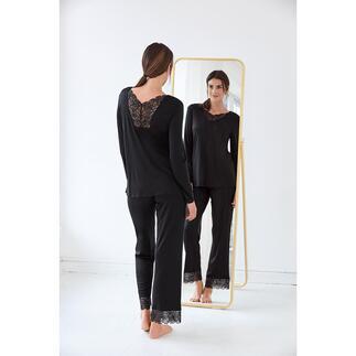 Das elegante Couture-Piece unter Ihren Pyjamas: mit femininen Spitzeneinsätzen verziert. Nur zum Schlafen viel zu schade. Von Hanro of Switzerland, Homewear-Spezialist seit 1884.