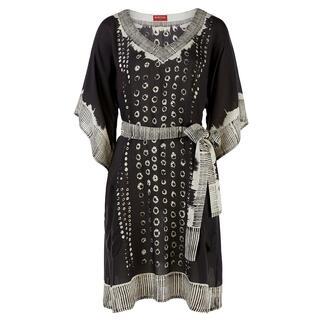 Das schwarz-weiße Tunika-Dress vom vielbesprochenen Hippie- und Ethno-Label RYY Australia. Ethno-Style auf edle und erwachsene Art.