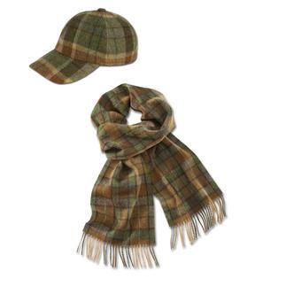 Die Karo-Kombi für den Gentleman: Baseball-Cap und Schal perfekt aufeinander abgestimmt. Aus feinem Lambswool-Stoff vom Traditionsunternehmen John Hanly & Co, seit 1893.
