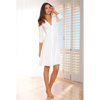 Das Couture-Nachthemd aus seidenweichem, dauerhaft schönem MicroModal®. Couture-Chic für die Nacht. Charmante Details geben dem Nachthemd den Look eines ausgehfeinen Cocktailkleides.