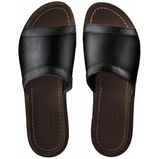 Die Edel-Schlappen von Vilebrequin, St. Tropez: Bequem wie Pantoffeln. Elegant wie sommerleichte Lederschuhe. Feinste Schuhmacherkunst aus wertvollem Kalbleder und luftigem Hightech-Canvas lässt Ihre Füße aufatmen.