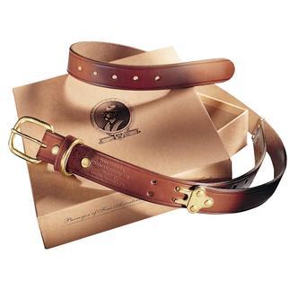 Der Gürtel mit neun Größen. Von Colonel Littleton, Lynnville/Tennessee. Aus dem gleichen robusten Leder gefertigt, das für Zügel und Zaumzeug zum Einsatz kommt.